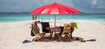 Зонт на пляже Мальдивы