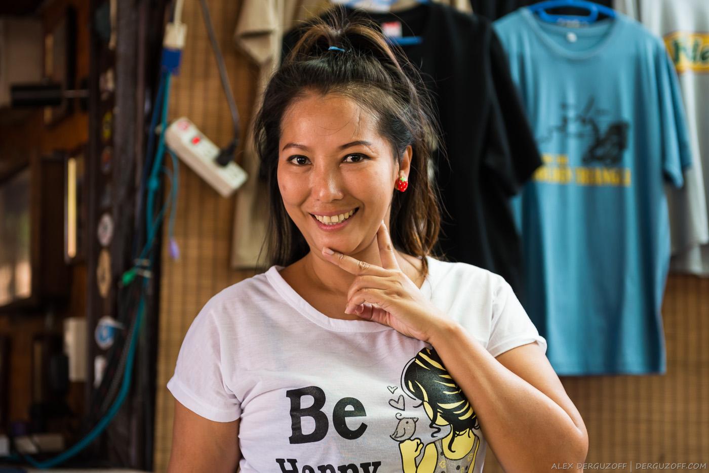 Девушка в баре Таиланд