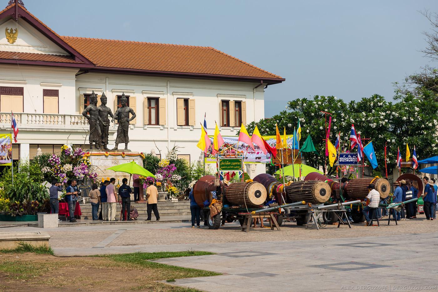 Барабаны на площади Чиангмай