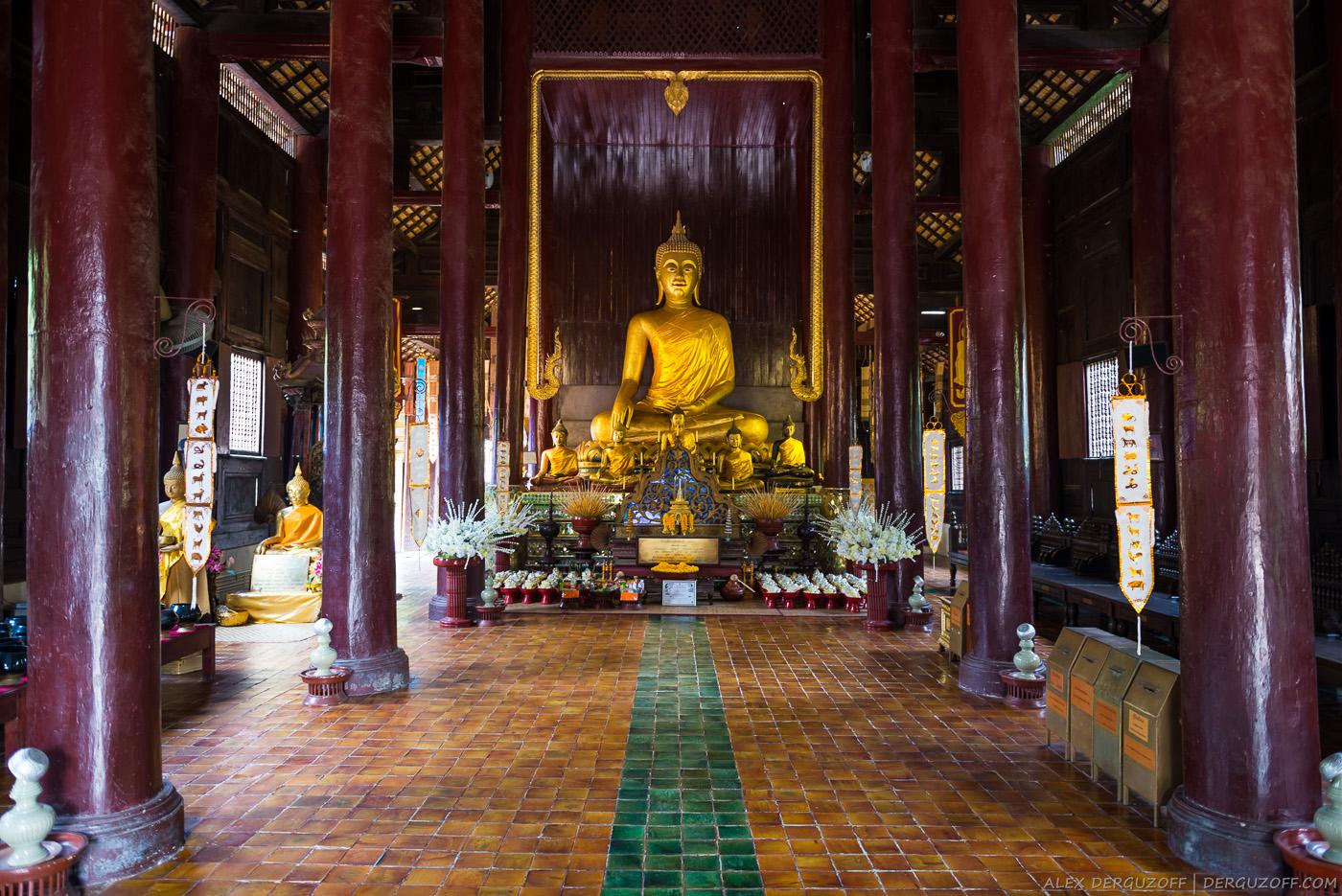 Внутри Ват Пан Тао