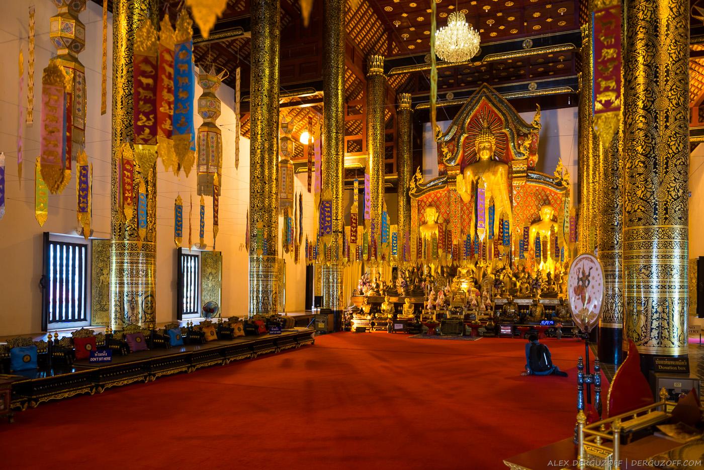 Внутри буддийского храма Таиланд