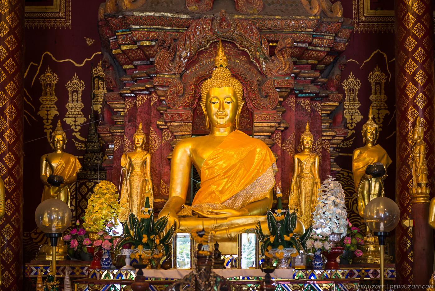 Будда в позе лотоса Чиангмай