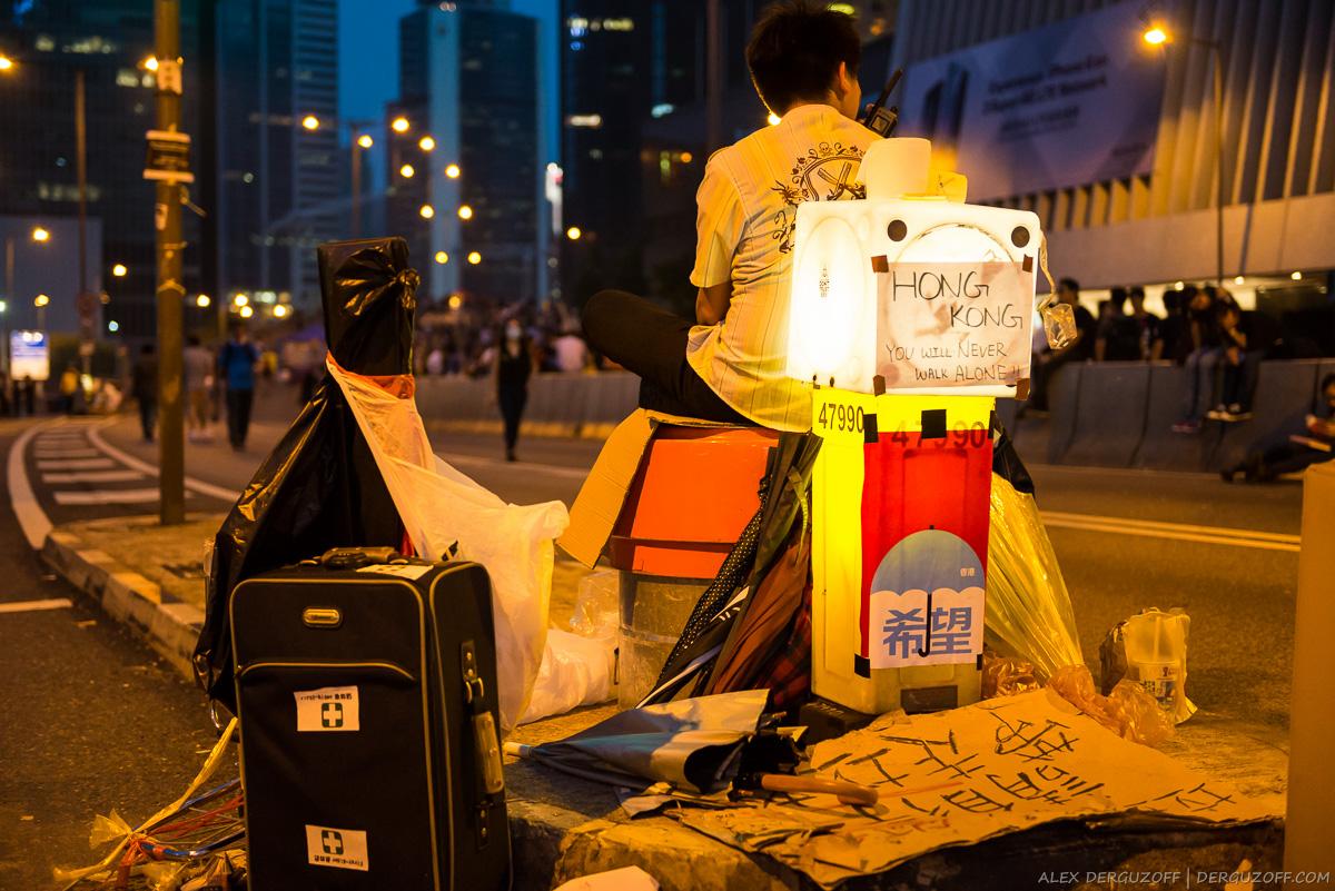 Плакат Гонконг ты никогда не будешь идти один