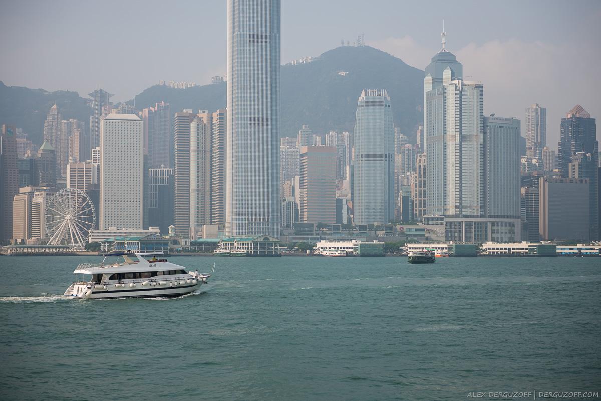 Вид на залив и небоскребы