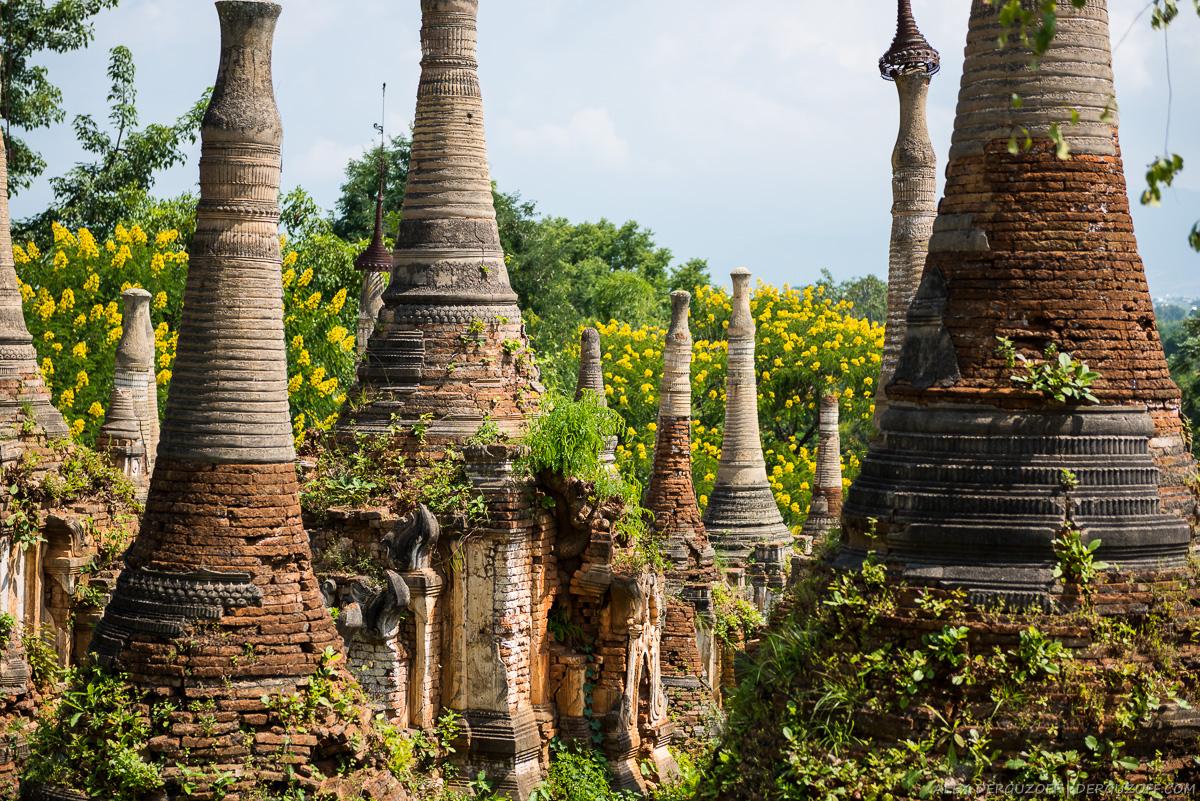 Развалины буддийских ступ