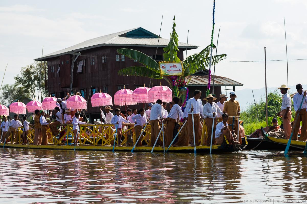Гребцы на празднике Мьянма