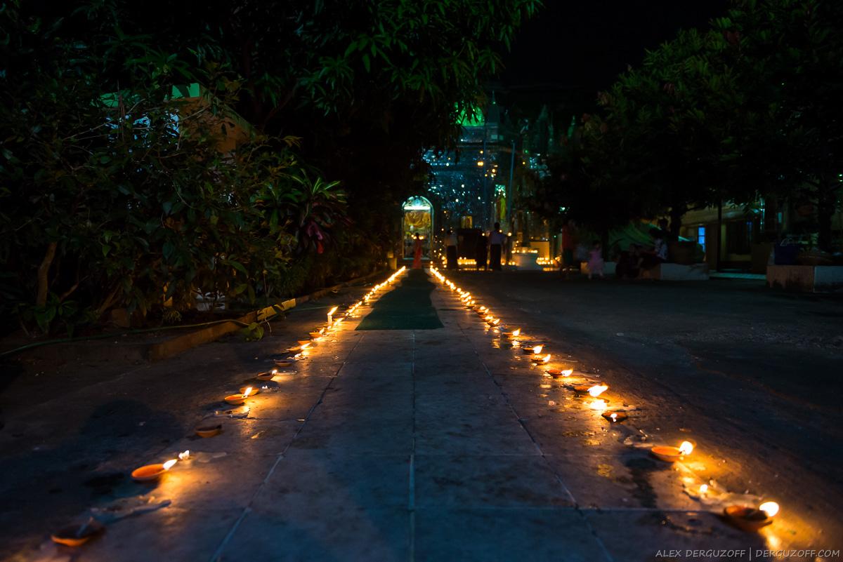 Дорога к храму с горящими свечами