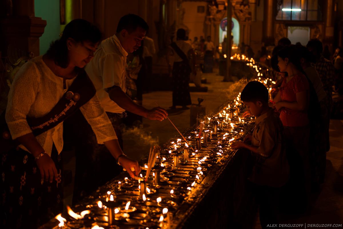 Дорожка из горящих свечей