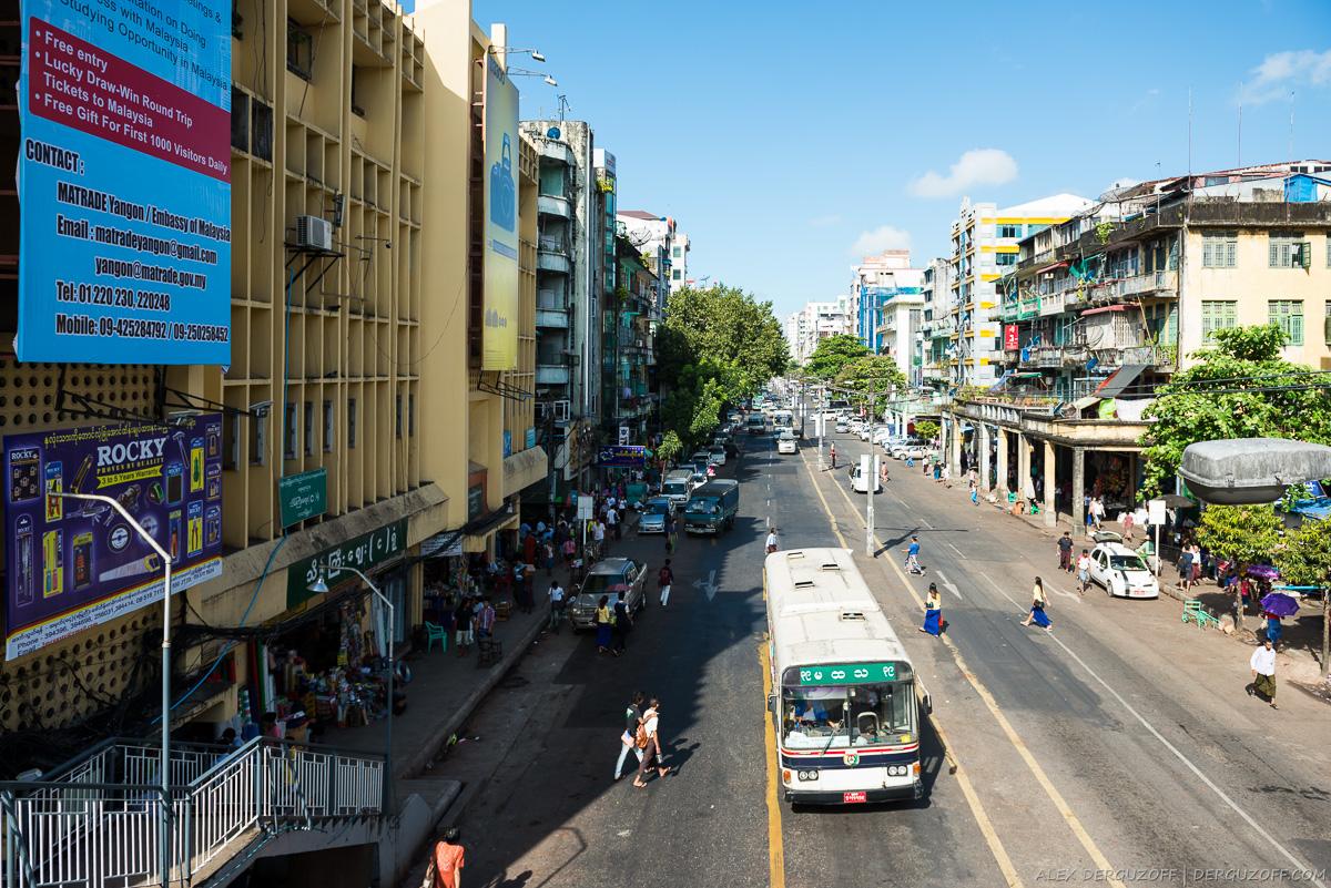 Центральная улица Янгона