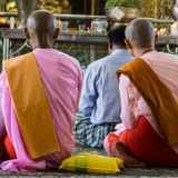 Мьянма Янгон: Юбки, танака и бетель