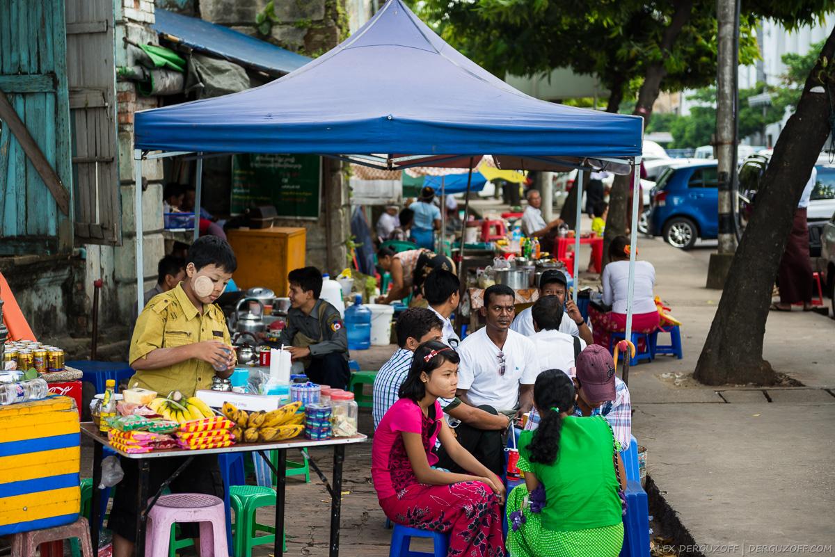 Уличные продавцы в Янгоне