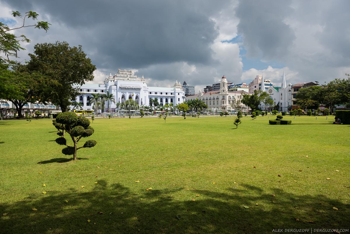 Парк в центре Янгона