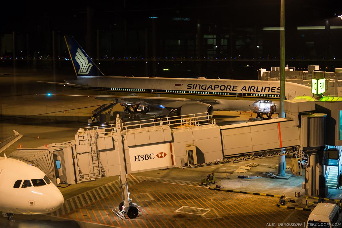 Самолет Singapore Airlines в аэропорту Чанги