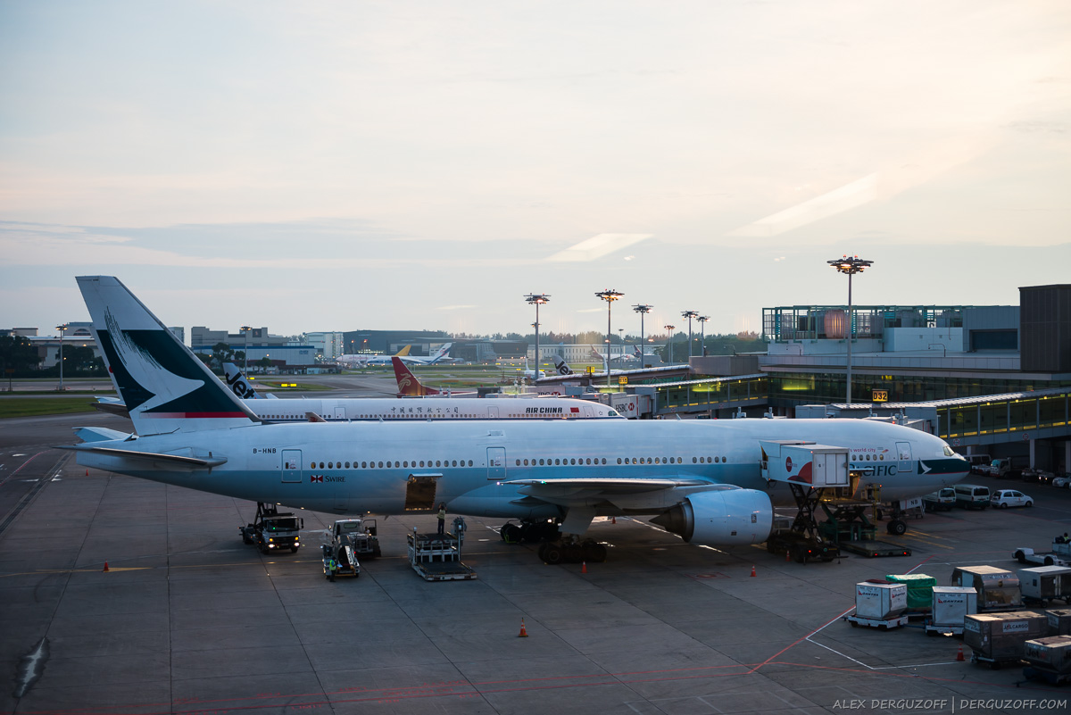 Самолет Cathay Pacific в аэропорту Чанги