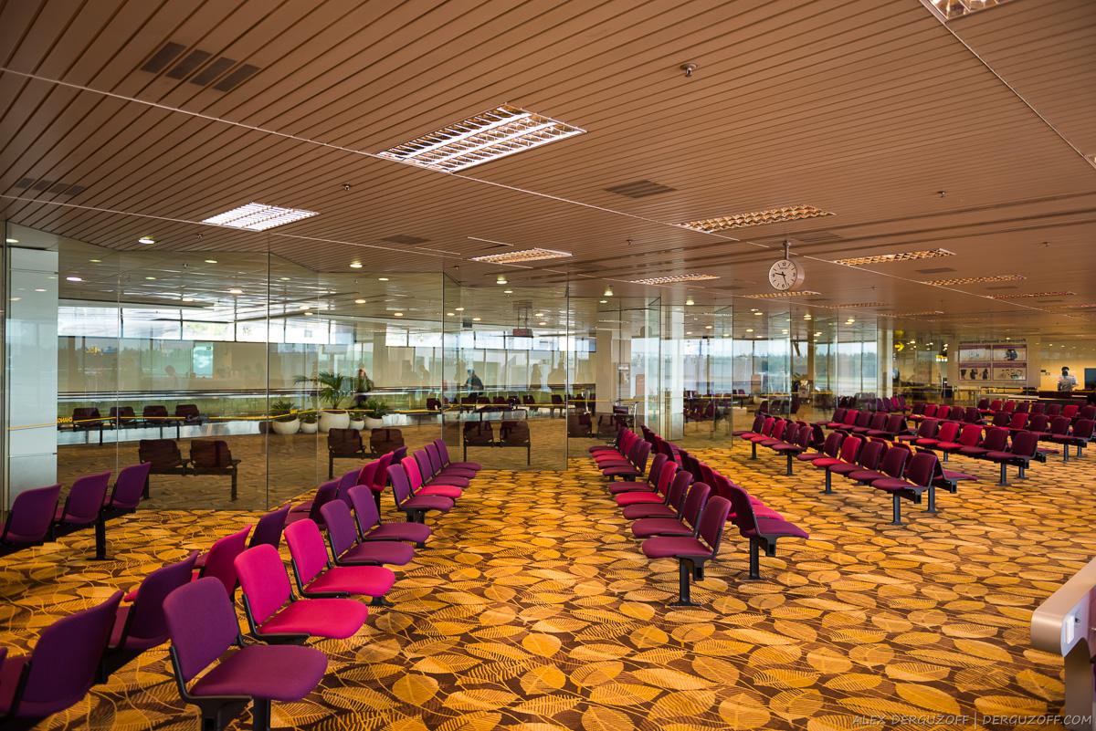 Зал ожидания в аэропорту Сингапура