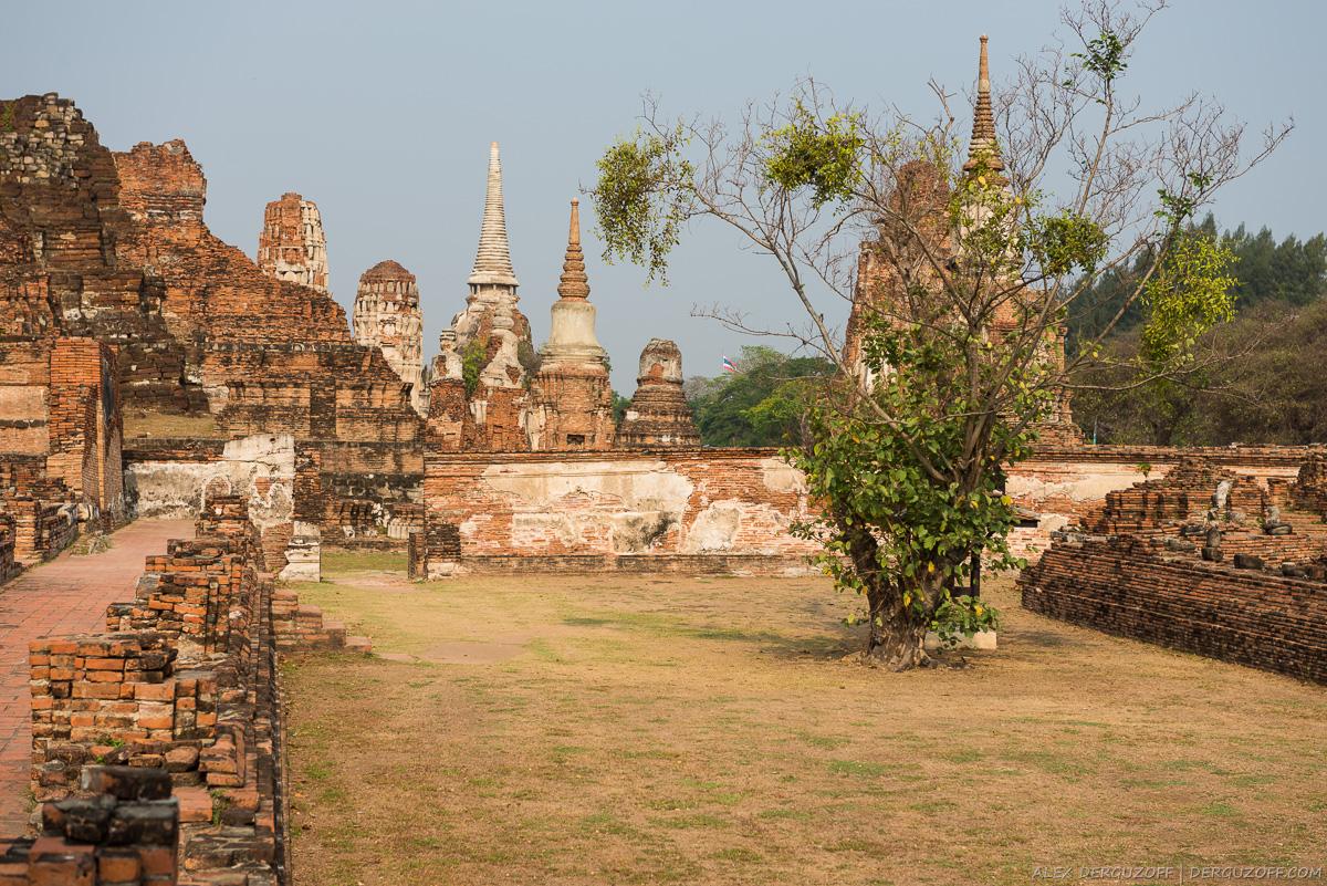 Развалины буддийских ступ в исторической части Аюттхаи