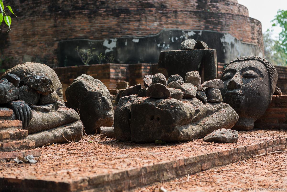 Осколки статуи Будды