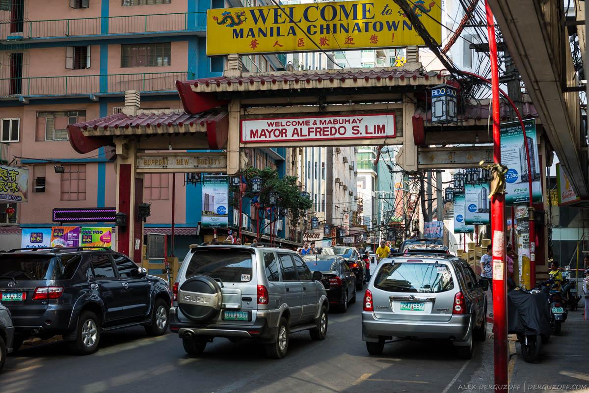 Вывеска Добро пожаловать в Манила Чайна-таун