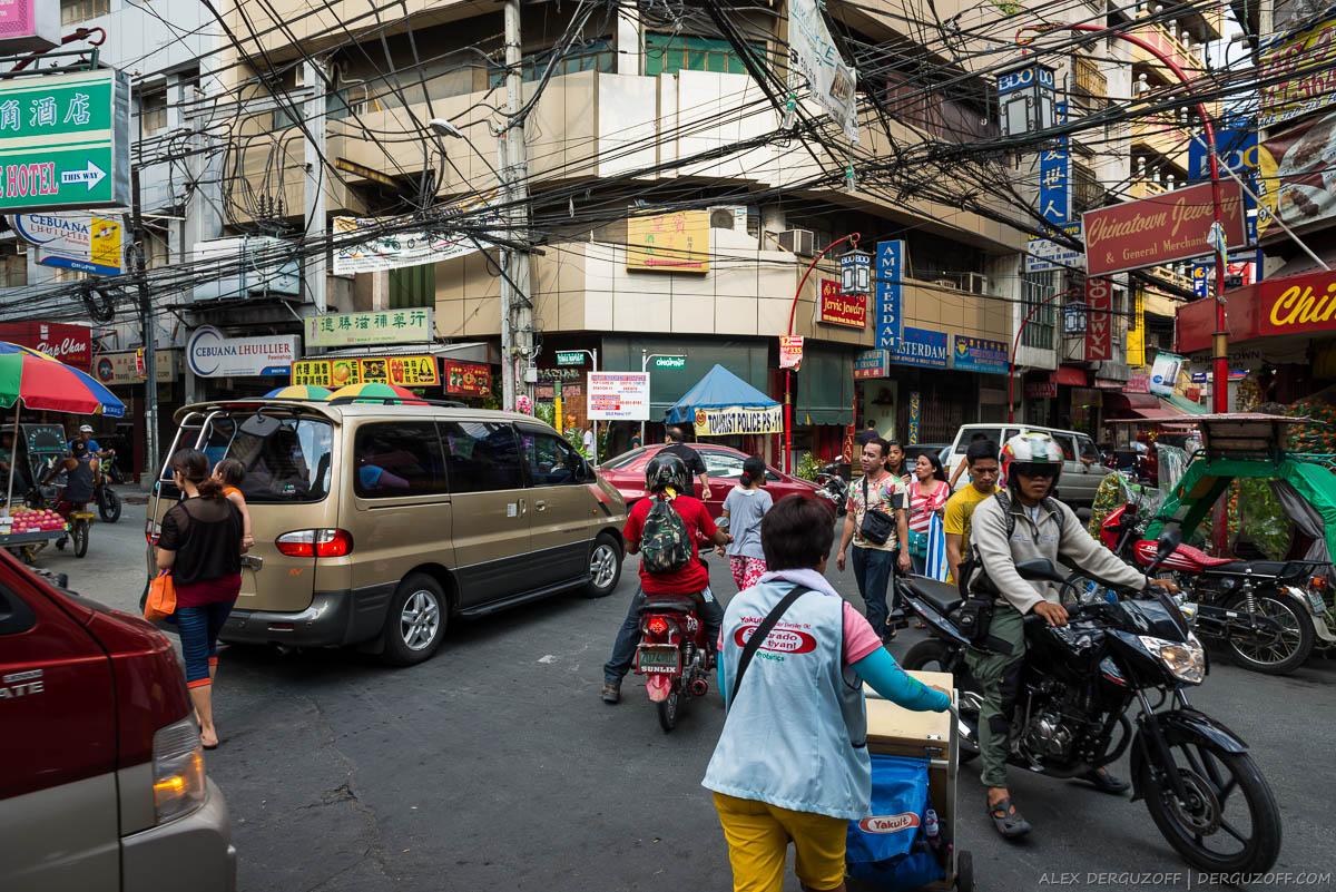 Оживленный перекресток Манила Чайна-таун