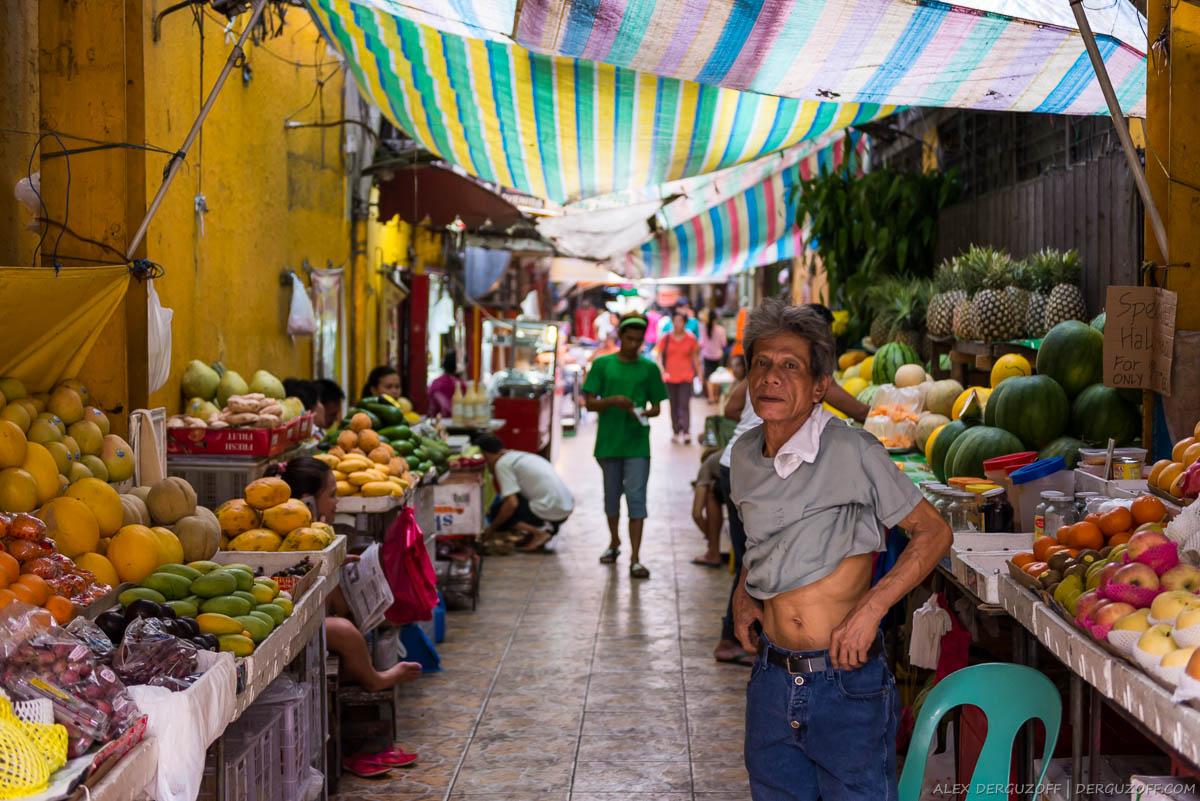 Фруктовый рынок под навесом Манила Чайна-таун