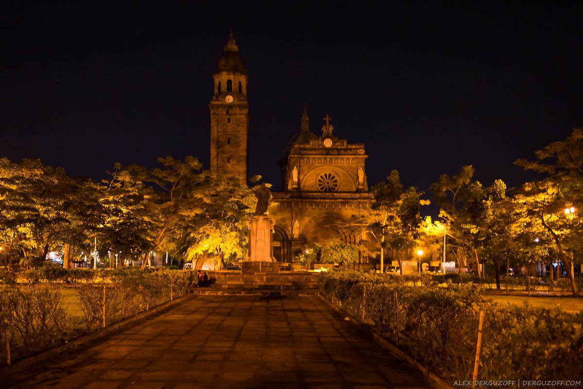 Манильский кафедральный собор с подсветкой ночью