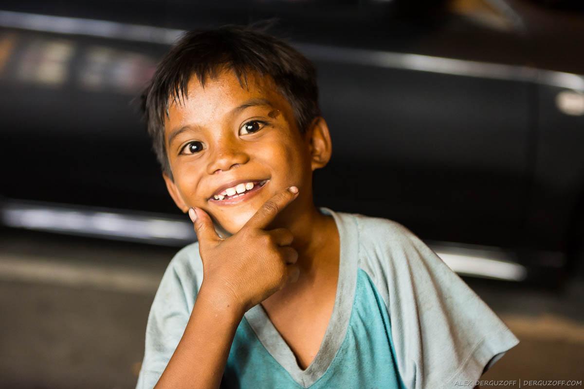 Нищие филиппинские дети