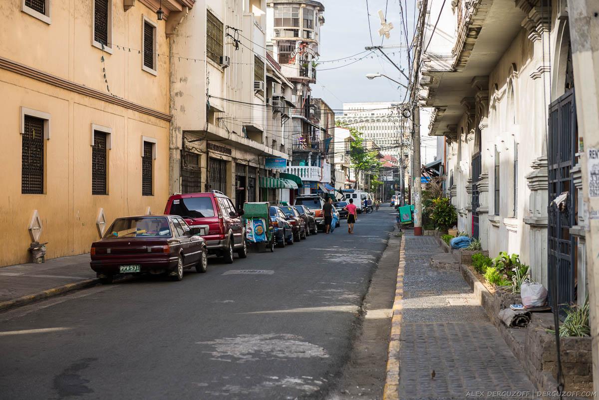 Пустая утренняя улица в районе Интрамурос