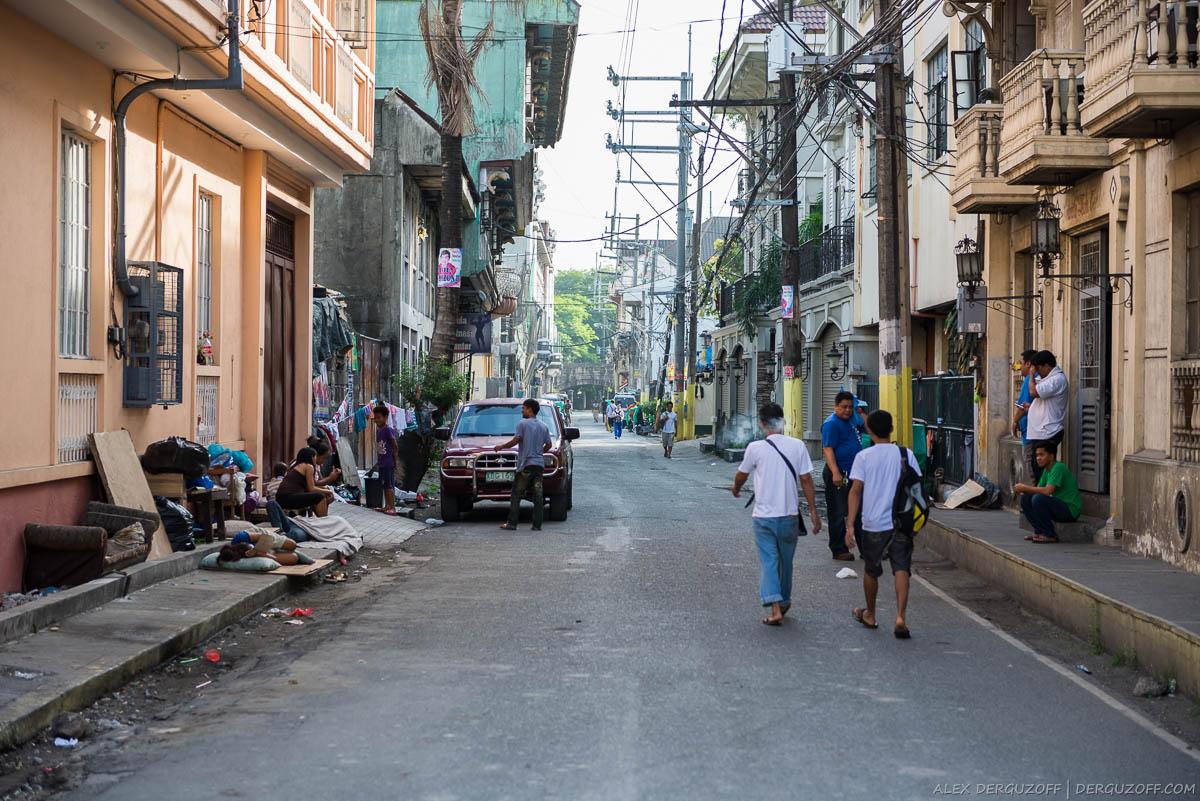 Проезжая часть дороги и жилые дома Манила Интрамурос