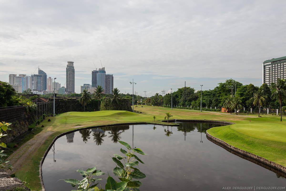 Пруд на поле для гольфа Манила Интрамурос