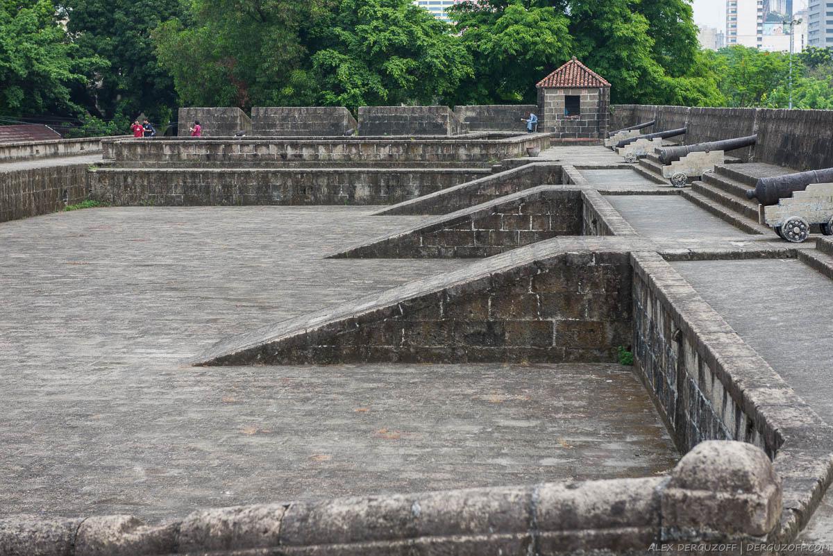 Защитная стена с пушками форта Интрамурос Манила