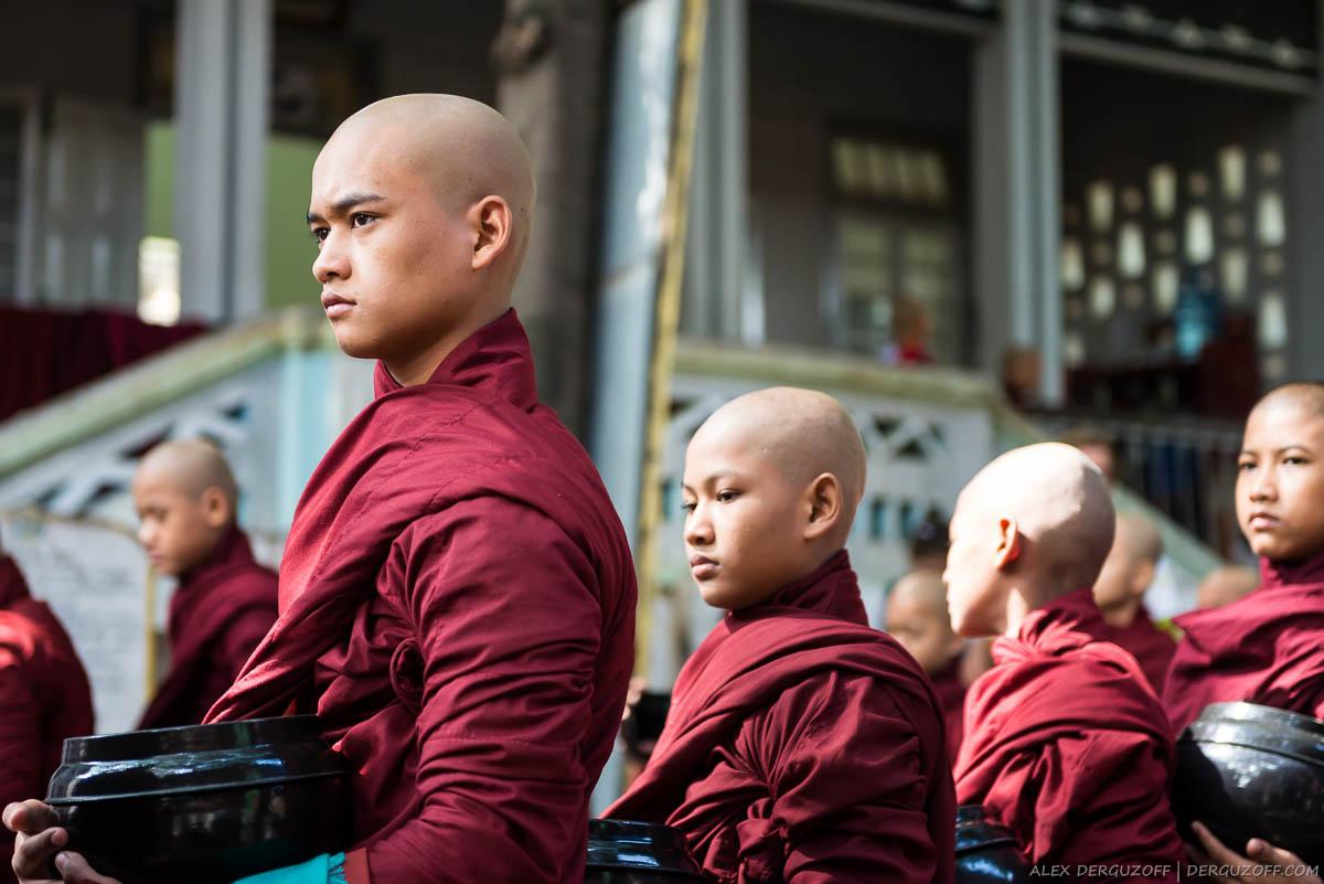 Ритуал кормления монахов Мьянма Мандалай
