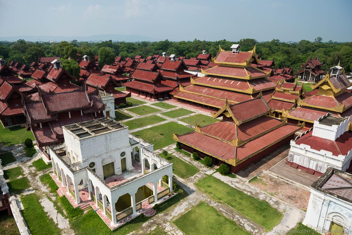 Вид на дворцовый комплекс в центре Мандалая