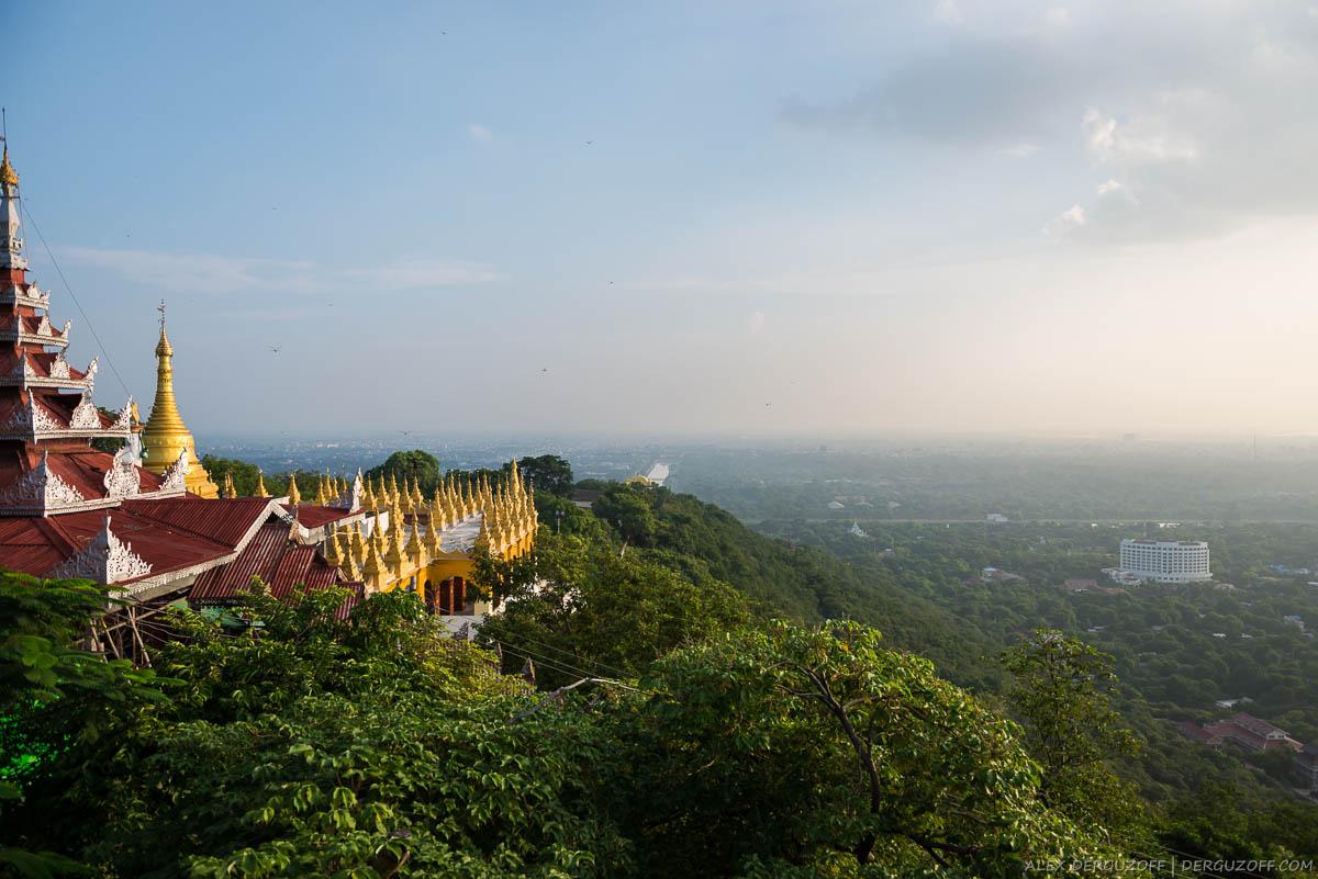 Вид на город с холма Мандалай