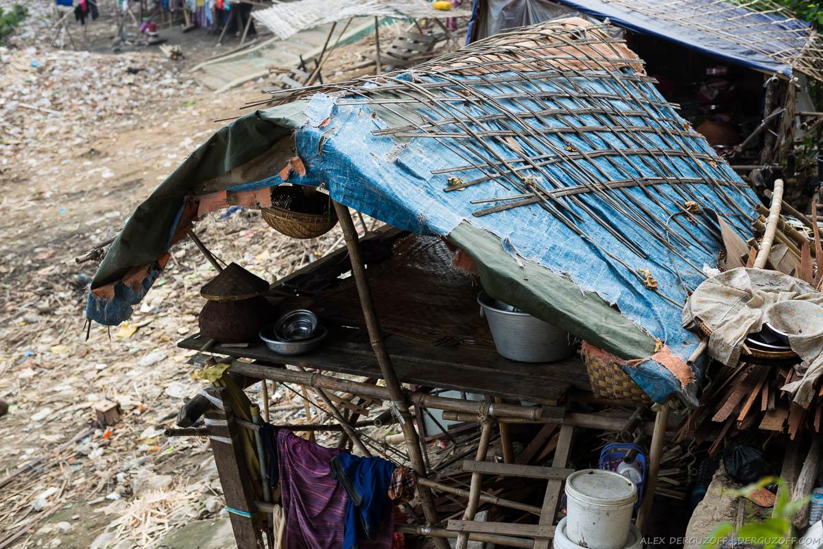 Хижина на берегу реки Иравади