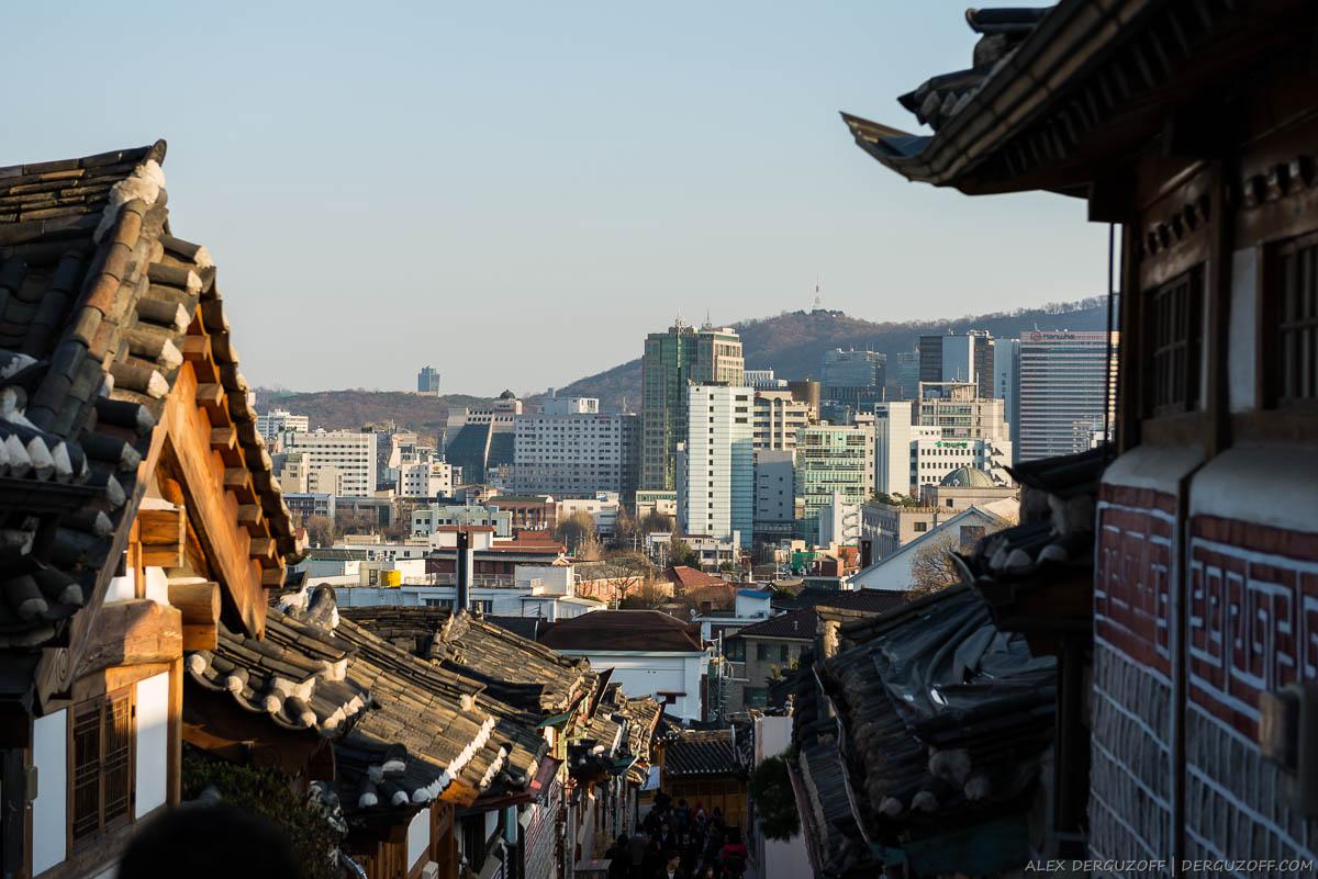 Деревянные дома в исторической части Сеула
