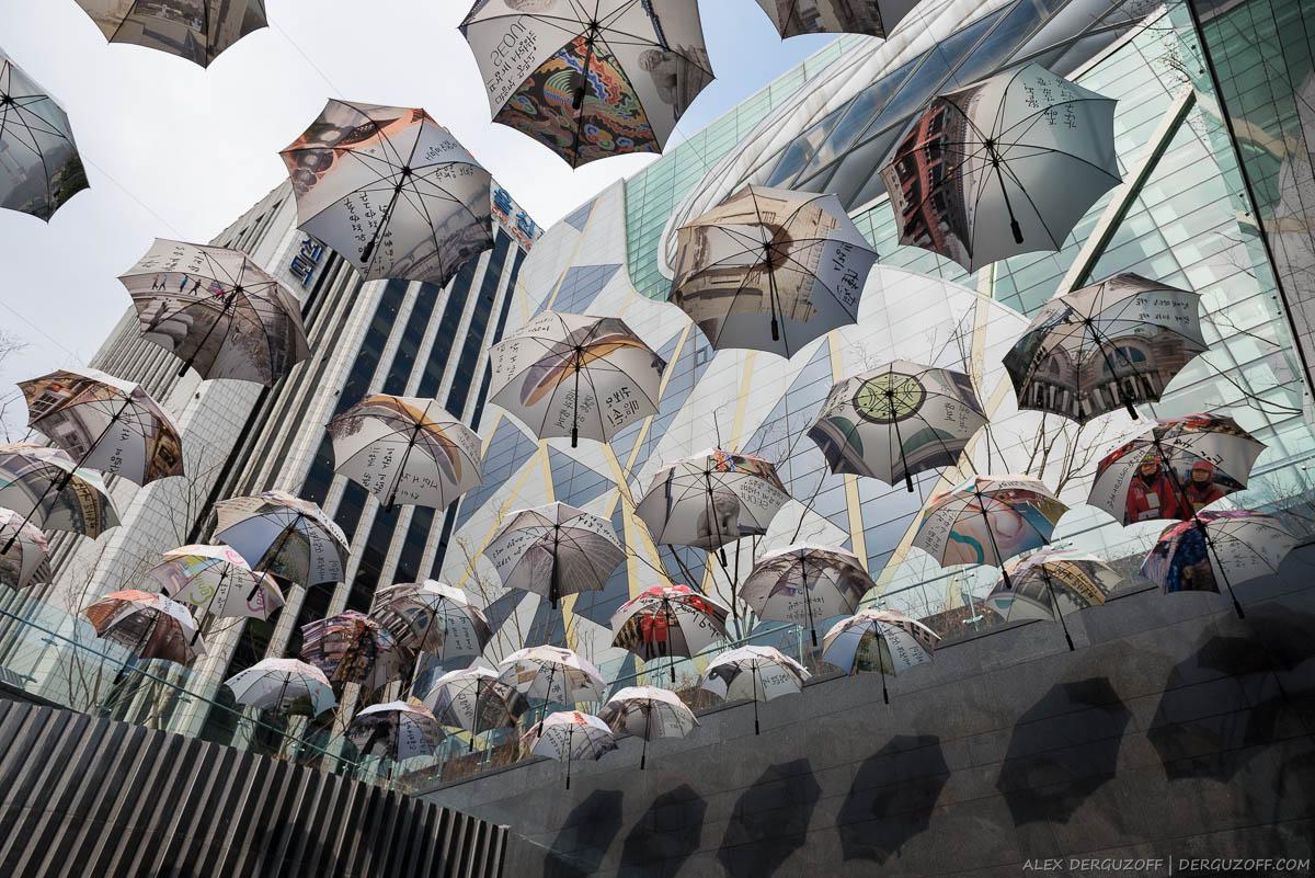 Инсталляция из зонтов