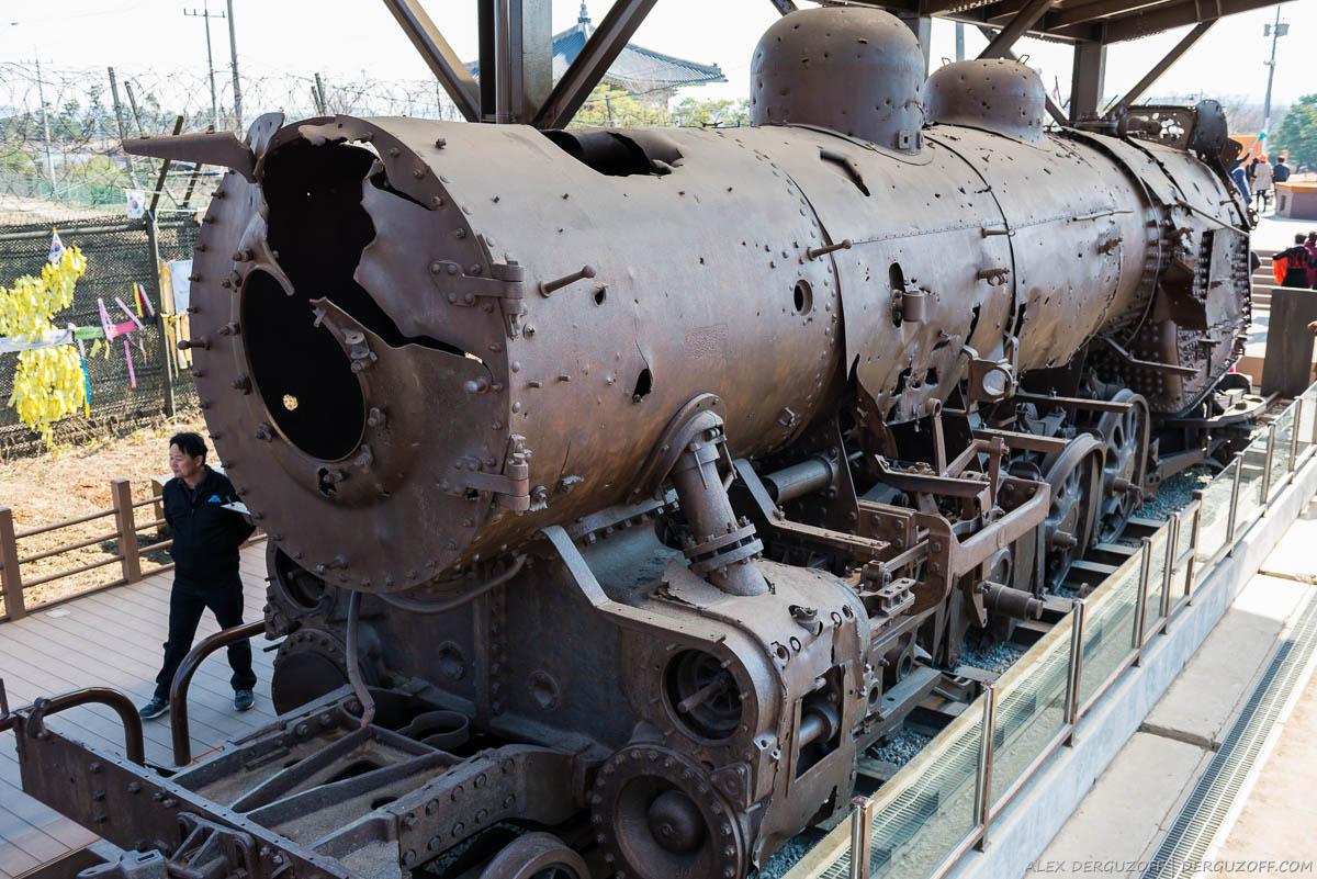 Поезд с дырами от пуль Южная Корея Сеул