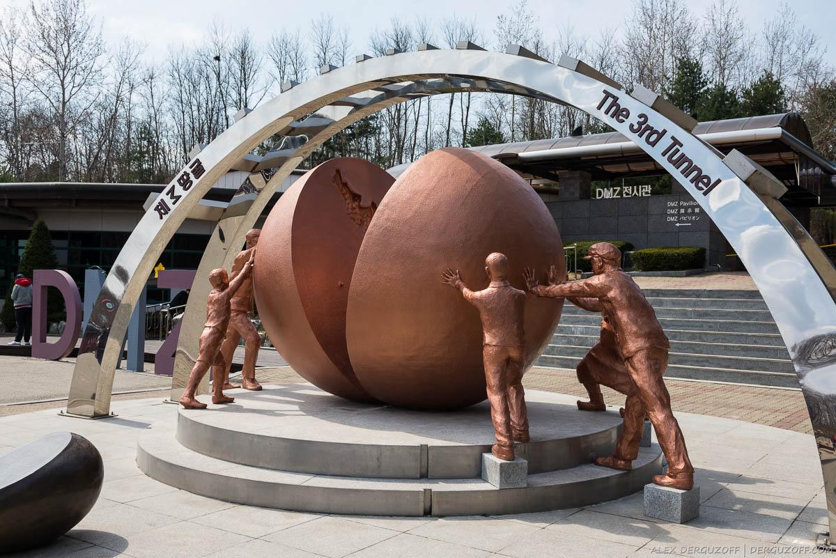 Памятник объединению Северной и Южной Кореи