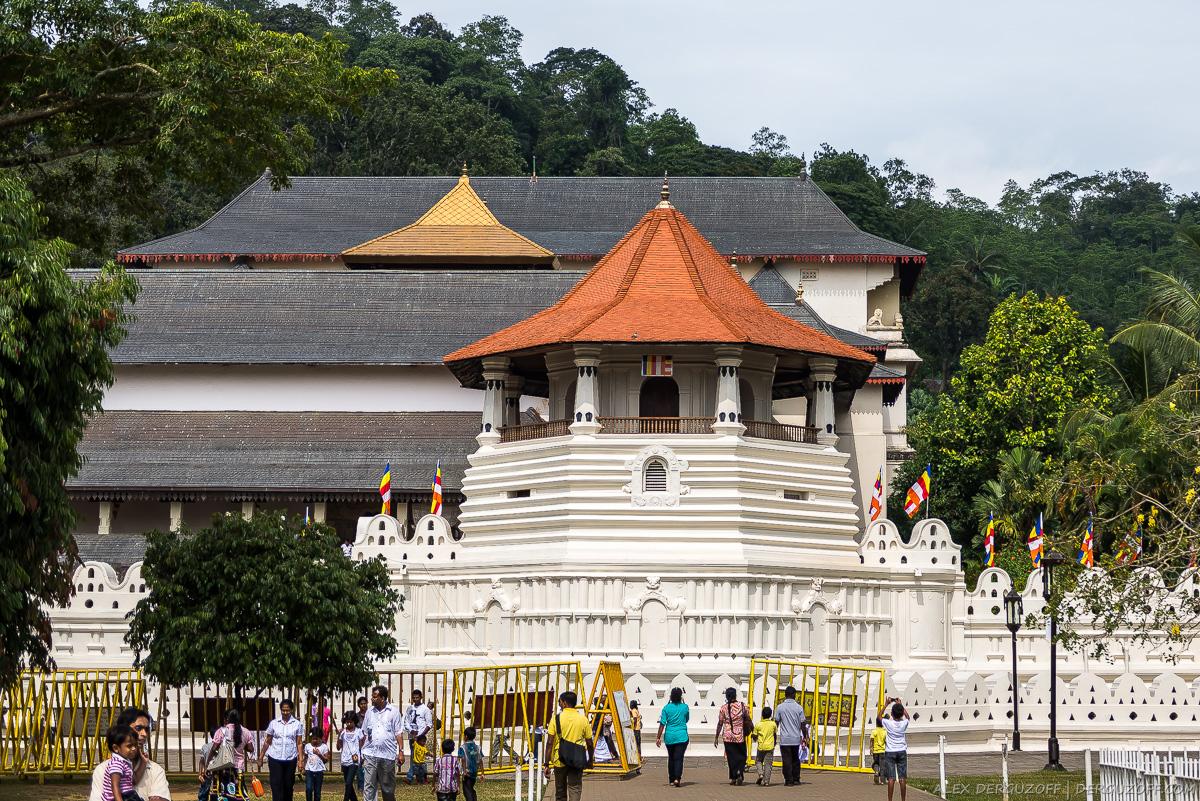 Здание храма зуба Будды Шри-Ланка Канди