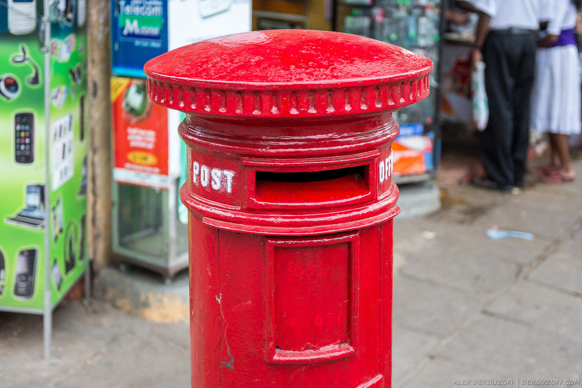 Красный почтовый ящик
