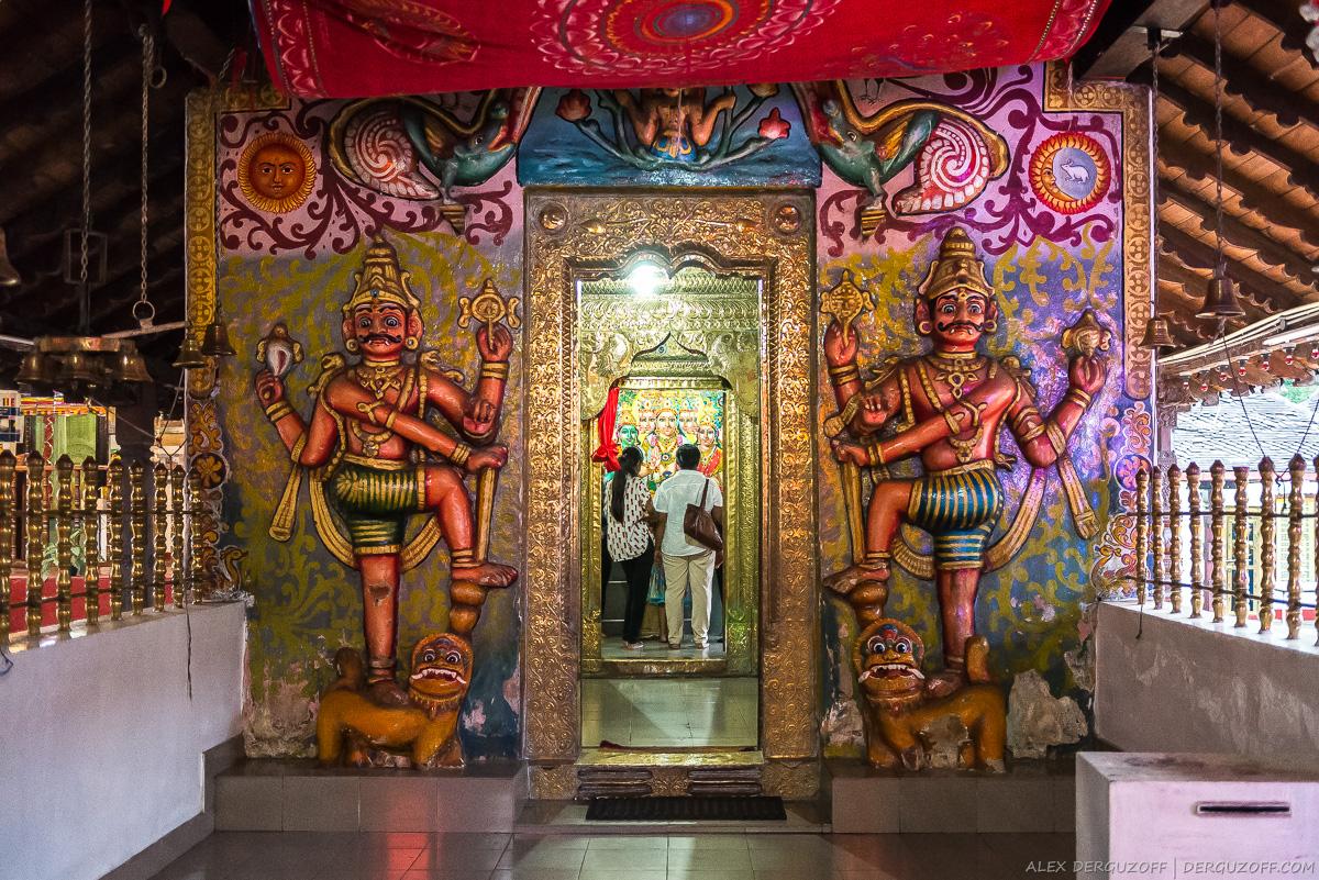 Алтарь индуиского храма в Канди