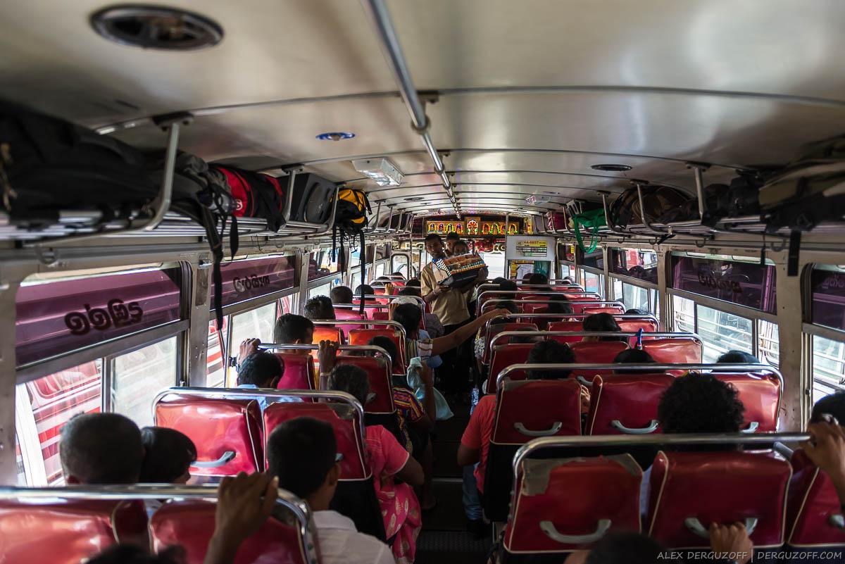 Внутри автобуса на Шри-Ланке