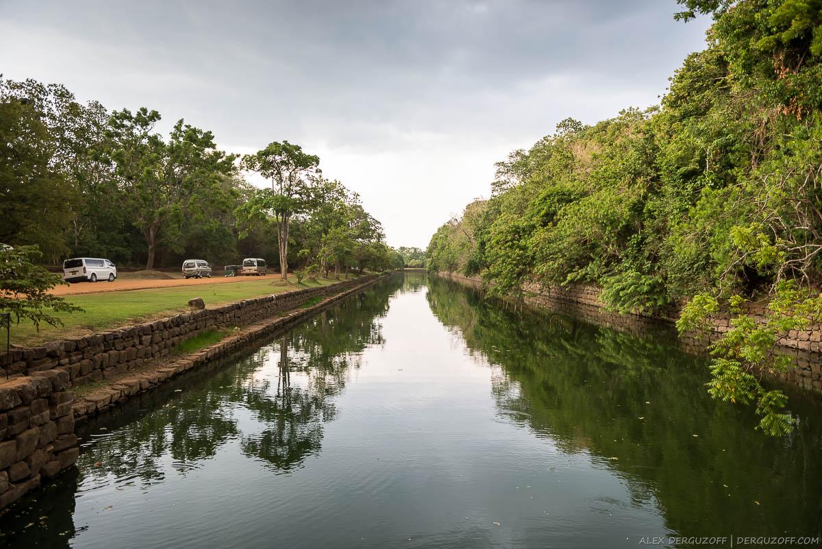 Ров с водой Шри-Ланка Сигирия