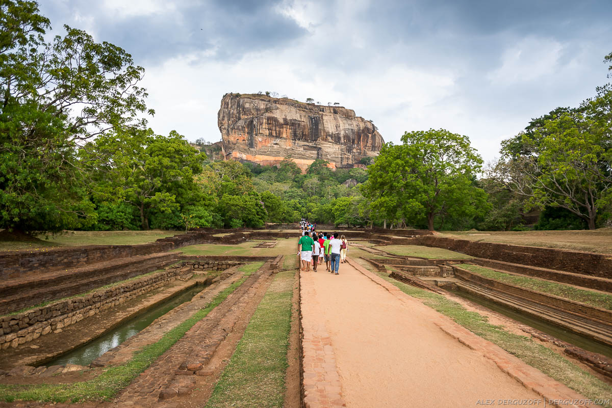 Дорога к горе Сигирия Шри-Ланка