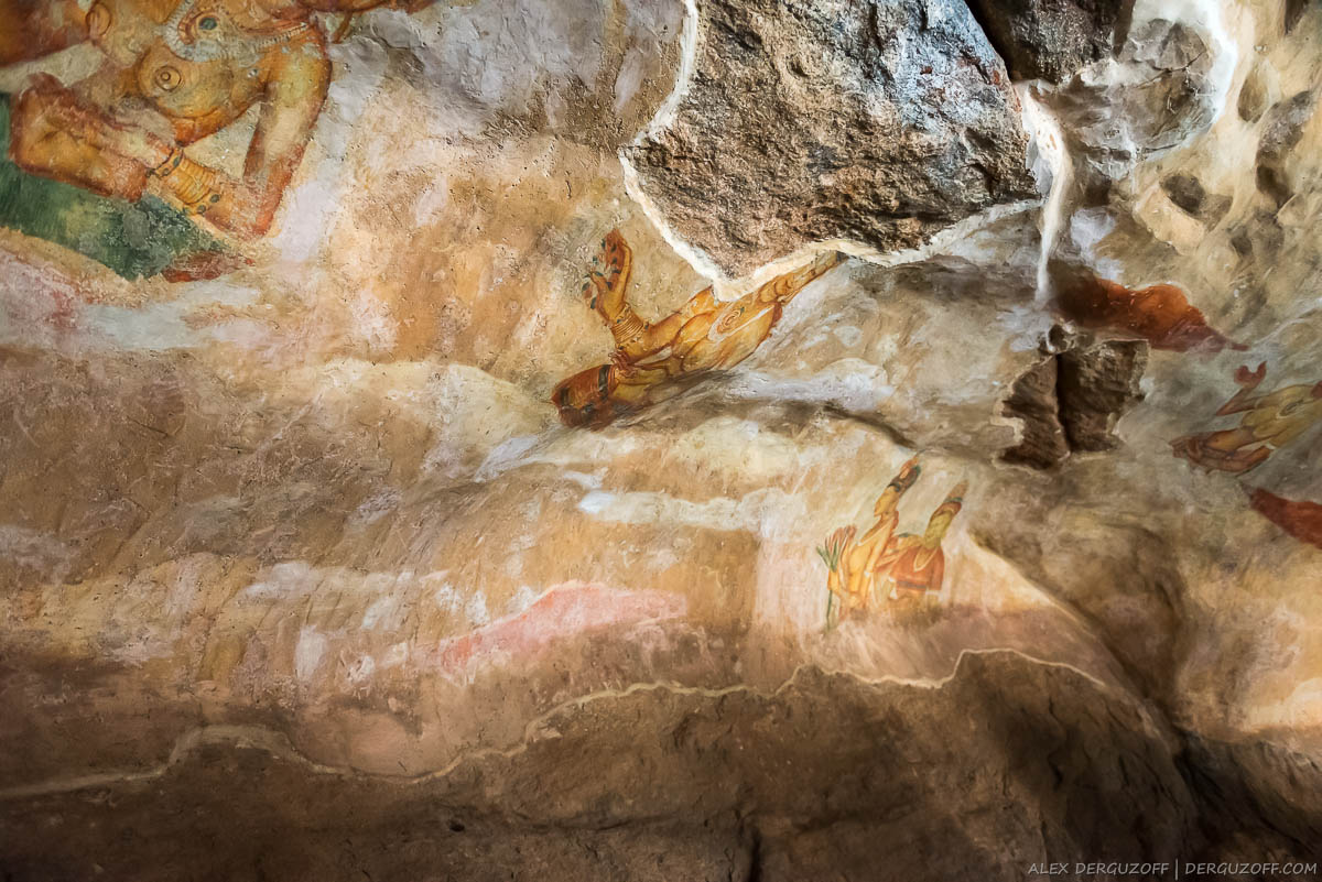 Фрески на стенах Сигирии Шри-Ланка