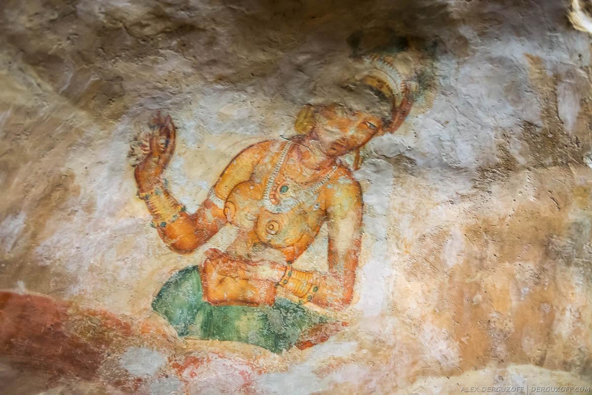 Обнаженная женщина изобращенная на стене Сигирии