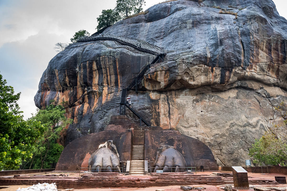 Лестница на вершину с плато Льва Шри-Ланка Сигирия