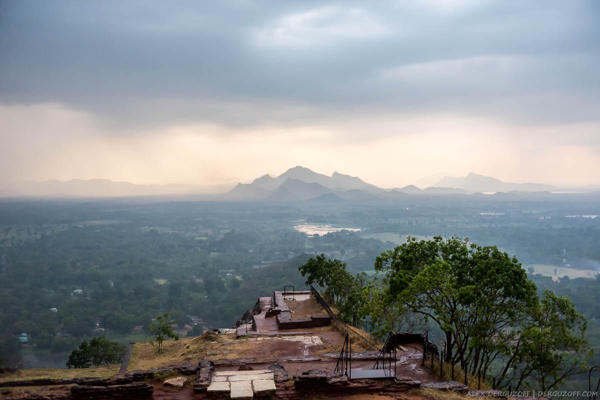 Тучи над горами Шри-Ланки