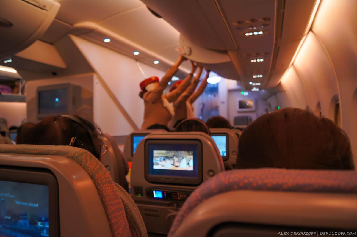 Стюардессы в самолете авиакомпании Emirates