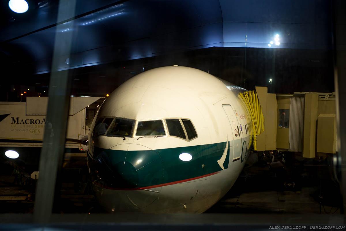 Посадка в самолет Cathay Pacific